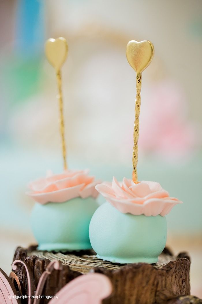 Alice in Wonderland cake pops from a
