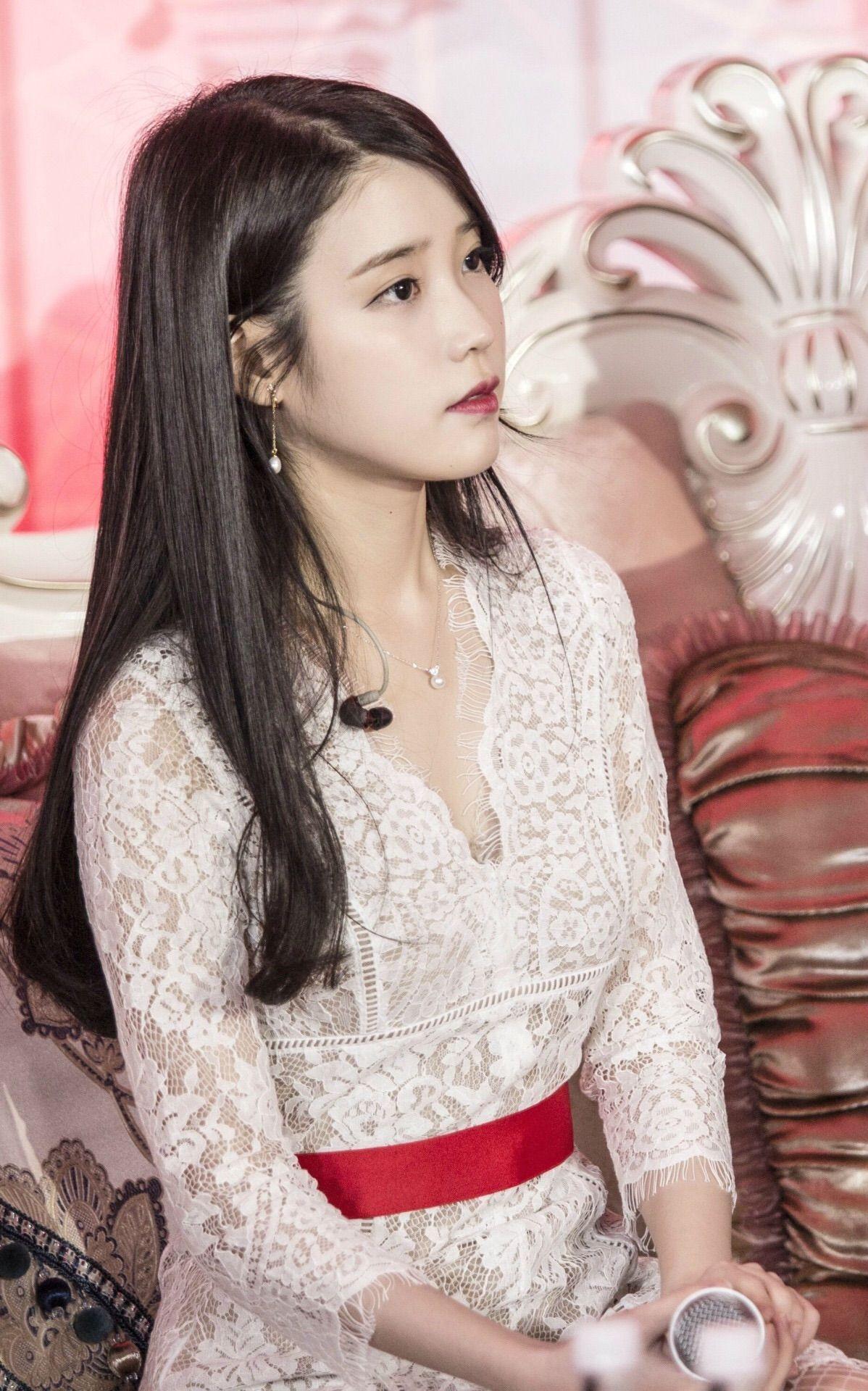 IULee Ji Eun Add by Amandine Brenna IU KPop Singer  Beautiful