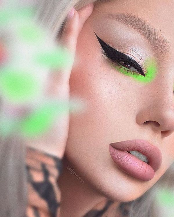 Veja essas ideias lindas de maquiagens coloridas para copiar já! Entre na moda de Euphoria e aposte nas makes divertidas! Via  maquiagem colorida, euphoria, maquiagem neon, ideias, fotos, como fazer, tutorial #maquiagem #makeup #euphoria #maquiagemcolorida #beleza