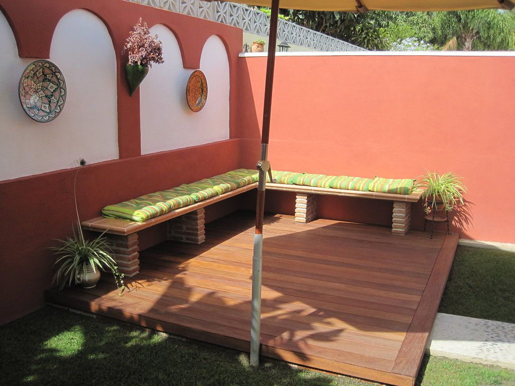 Terrazas jardines y patios buscar con google terraza for Como decorar jardines exteriores pequenos