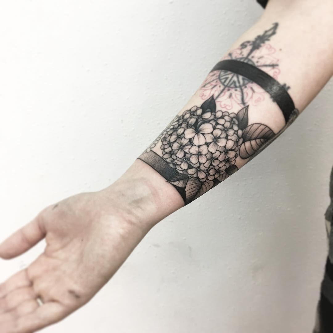 15 tatuagens incr veis de arranjos de flores para voc se inspirar j vix tattoos. Black Bedroom Furniture Sets. Home Design Ideas
