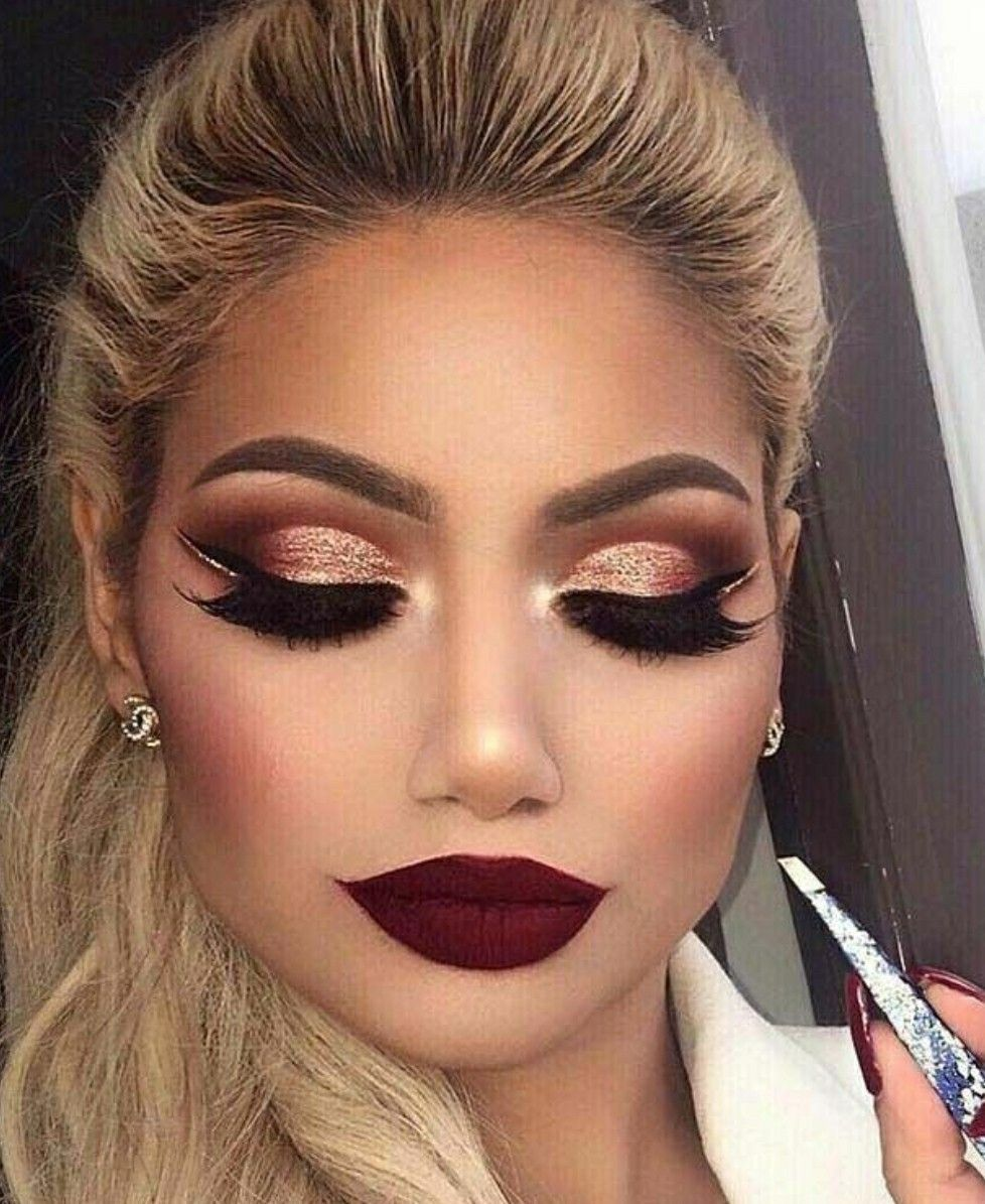 Makeup Ideas For Red Dress Bright  Red eye makeup, Maroon eye