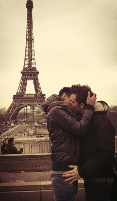 Gay eiffel tower scenes