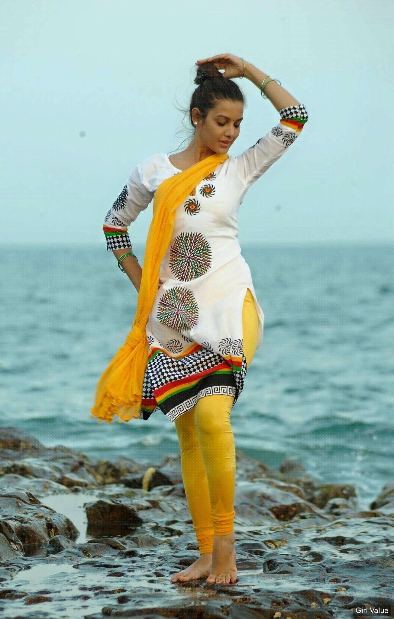 d6efa642026d0 banthi poola janaki actress in tight churidar