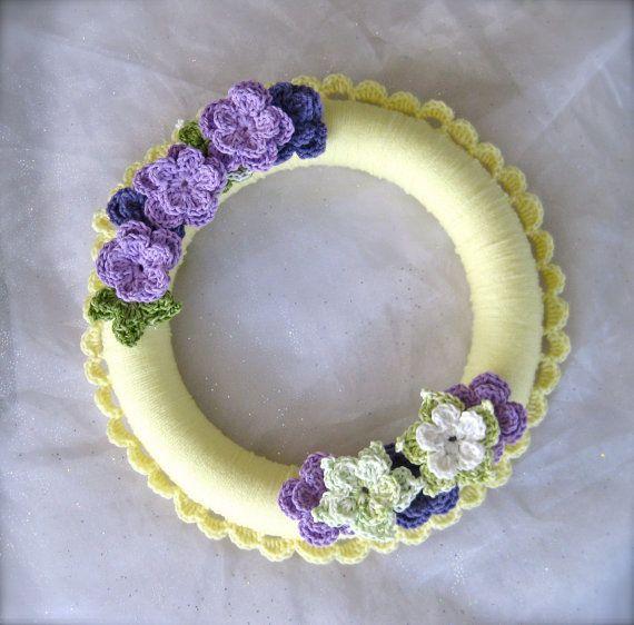 Photo of Artikel ähnlich Frühling gehäkelten Kranz mit gehäkelten Blumen, Frühlingsfarben, großen Kranz auf Etsy