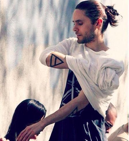 Epic Jared Leto Man Bun Hairstyle With Long Hair Man Bun Hairstyle Jared Leto Long Hair Styles Men Man Bun Hairstyles