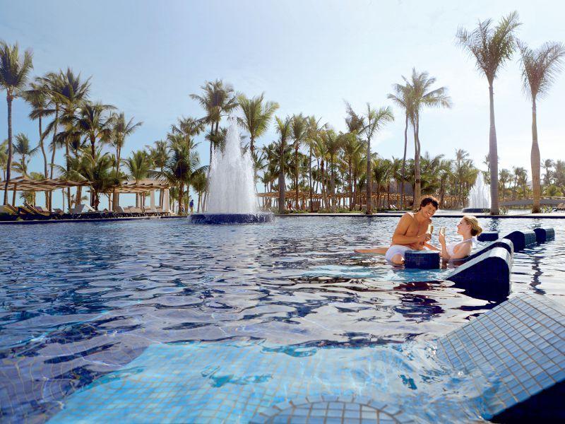 Piscina del hotel Barcel Bvaro Palace Deluxe  resorts