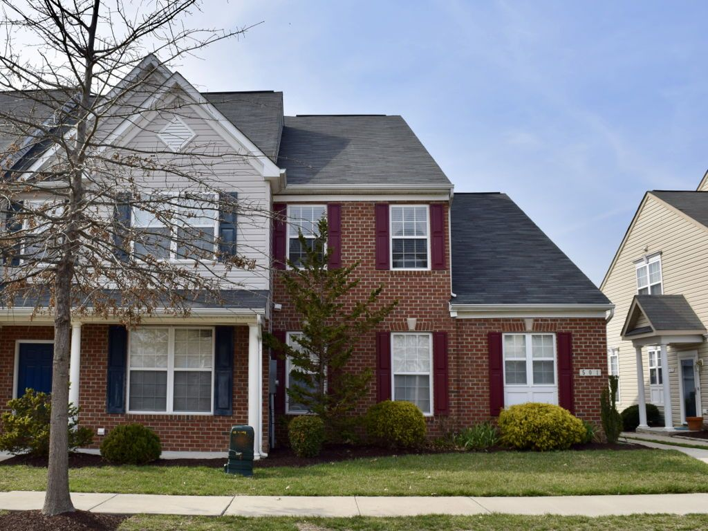 4br 25 baths one car garage recently updated with new