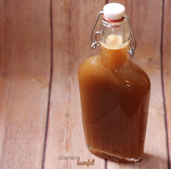 Salsa de caramelo hecho en casa.  La receta hace más de 2 tazas pena!  desde # dietersdownfall.com