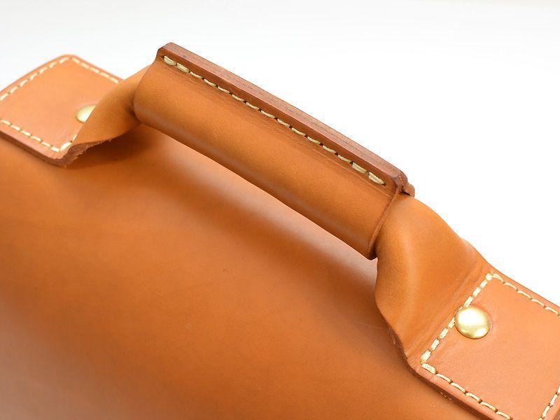 贅沢な革使いで作るherzの総かぶせ縦型2wayビジネスバッグ 革鞄のherz公式通販 가방 가죽가방 가죽