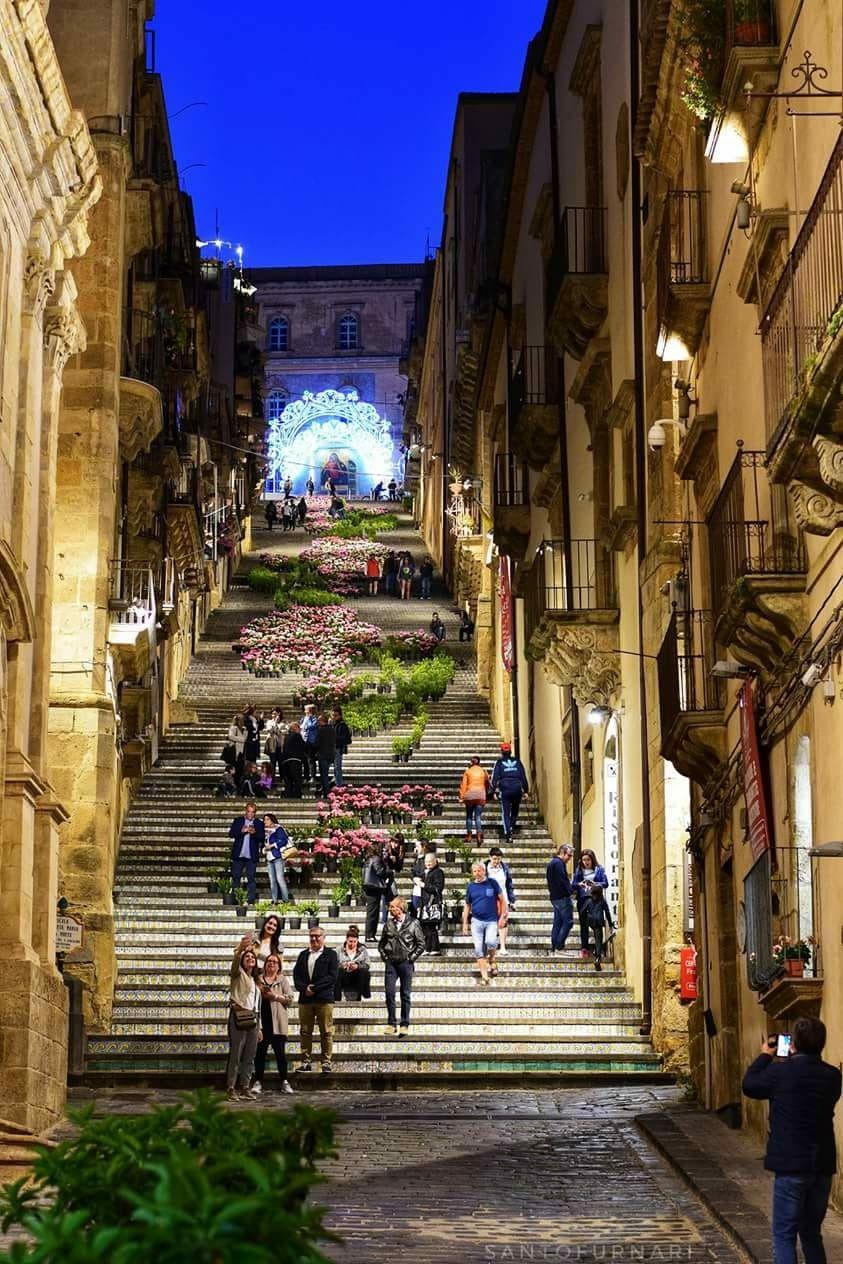 La scalinata più della Sicilia , Caltagirone ( Catania ...