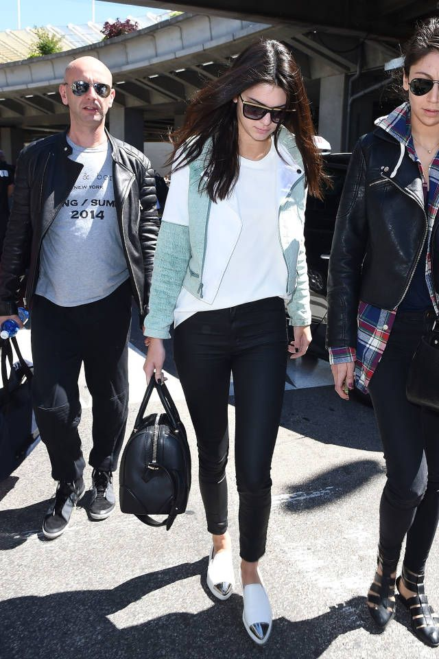 Here are some celebs who remain fashionable as they travel: