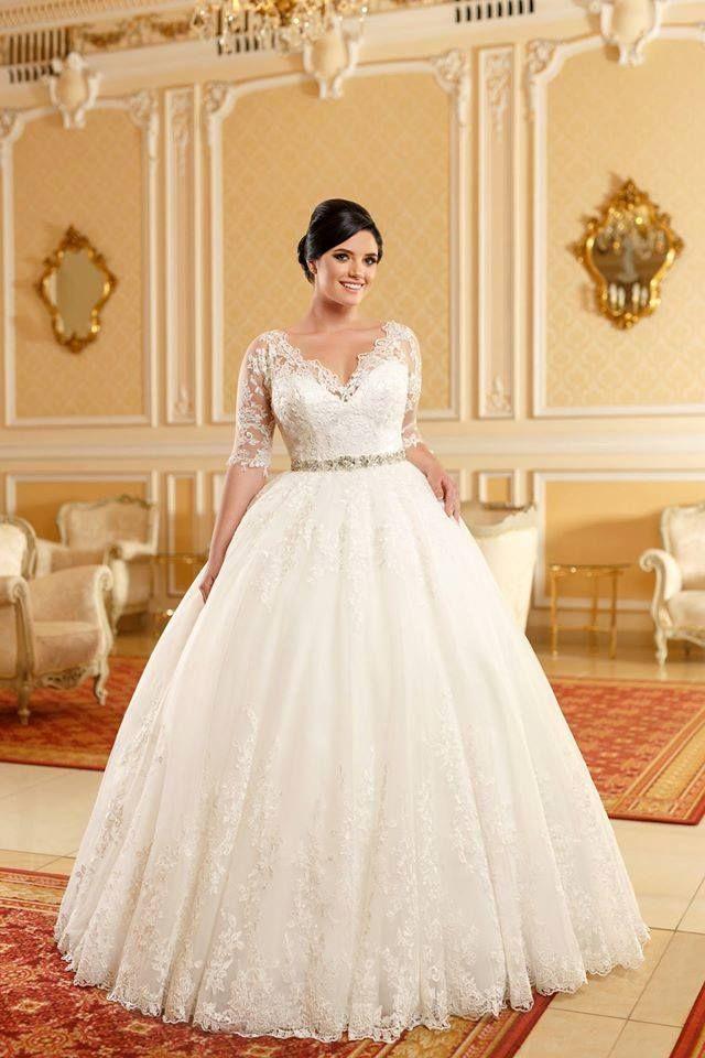 Aryanna Karen 2016 Facebook Com Aryannakaren Aryannakaren20016 Bride Curvybride Plussize Ivo Wedding Dresses Plus Wedding Dresses Wedding Gown Accessories