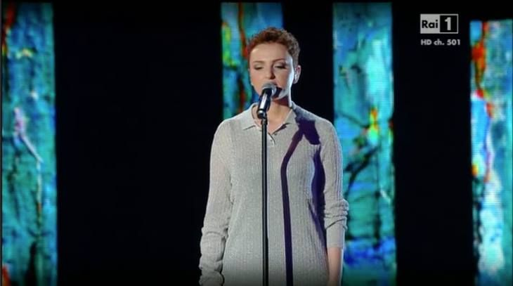 Sanremo 2016, Arisa l'outfit da notte infiamma i social! - Gossipfish