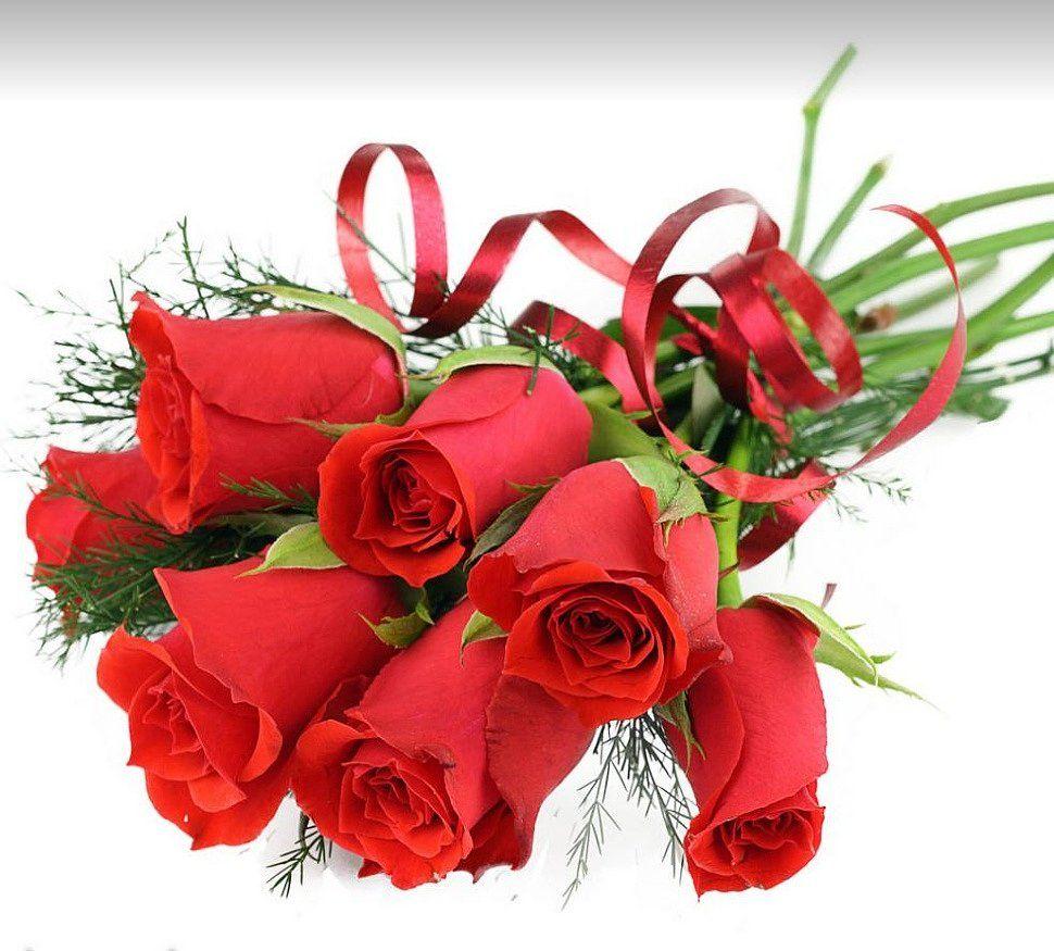 Дарят цветы символ