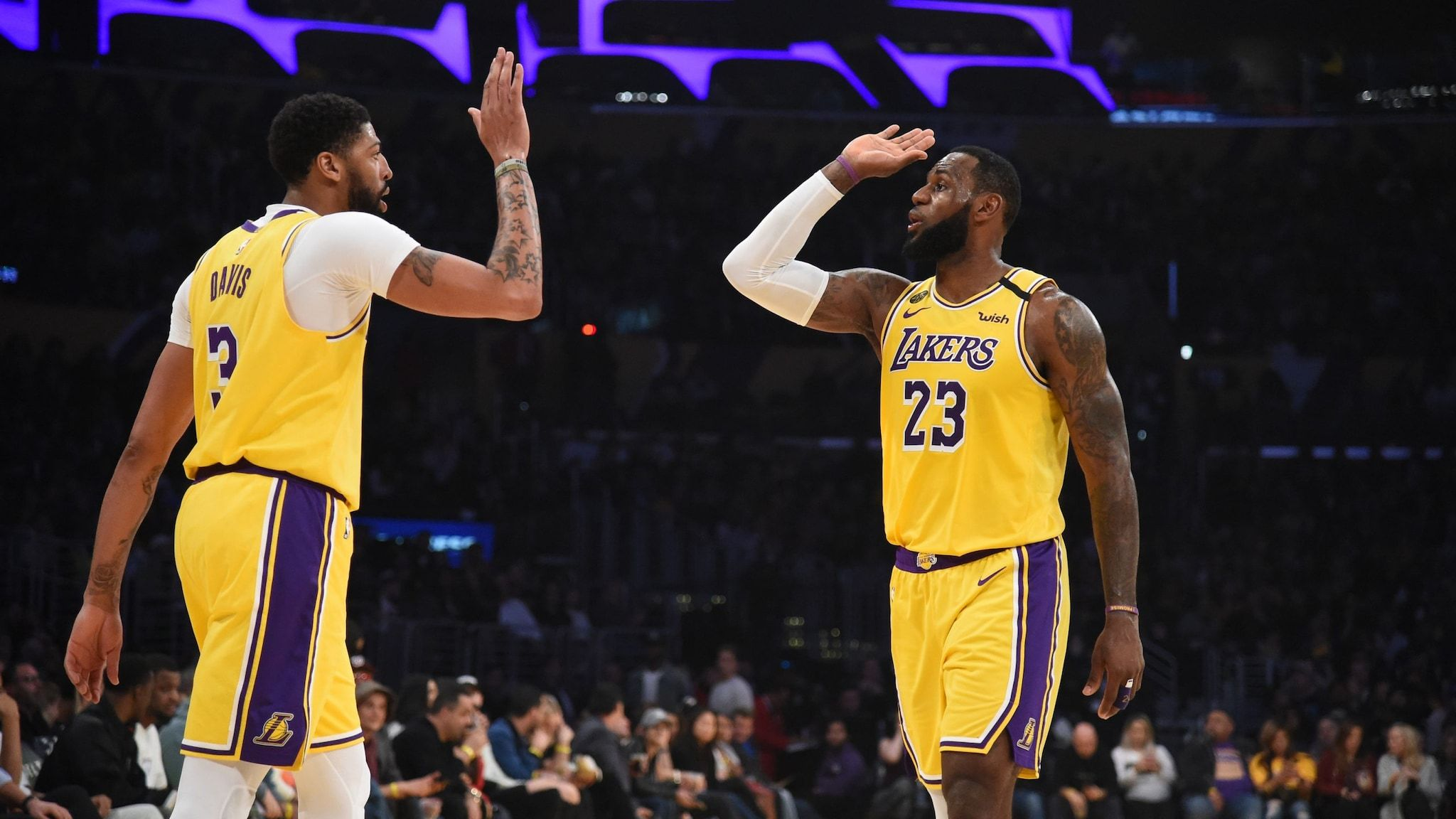 Los Angeles Lakers It S Showtime Nba News In 2020 Nba News Nba Scores Los Angeles Lakers