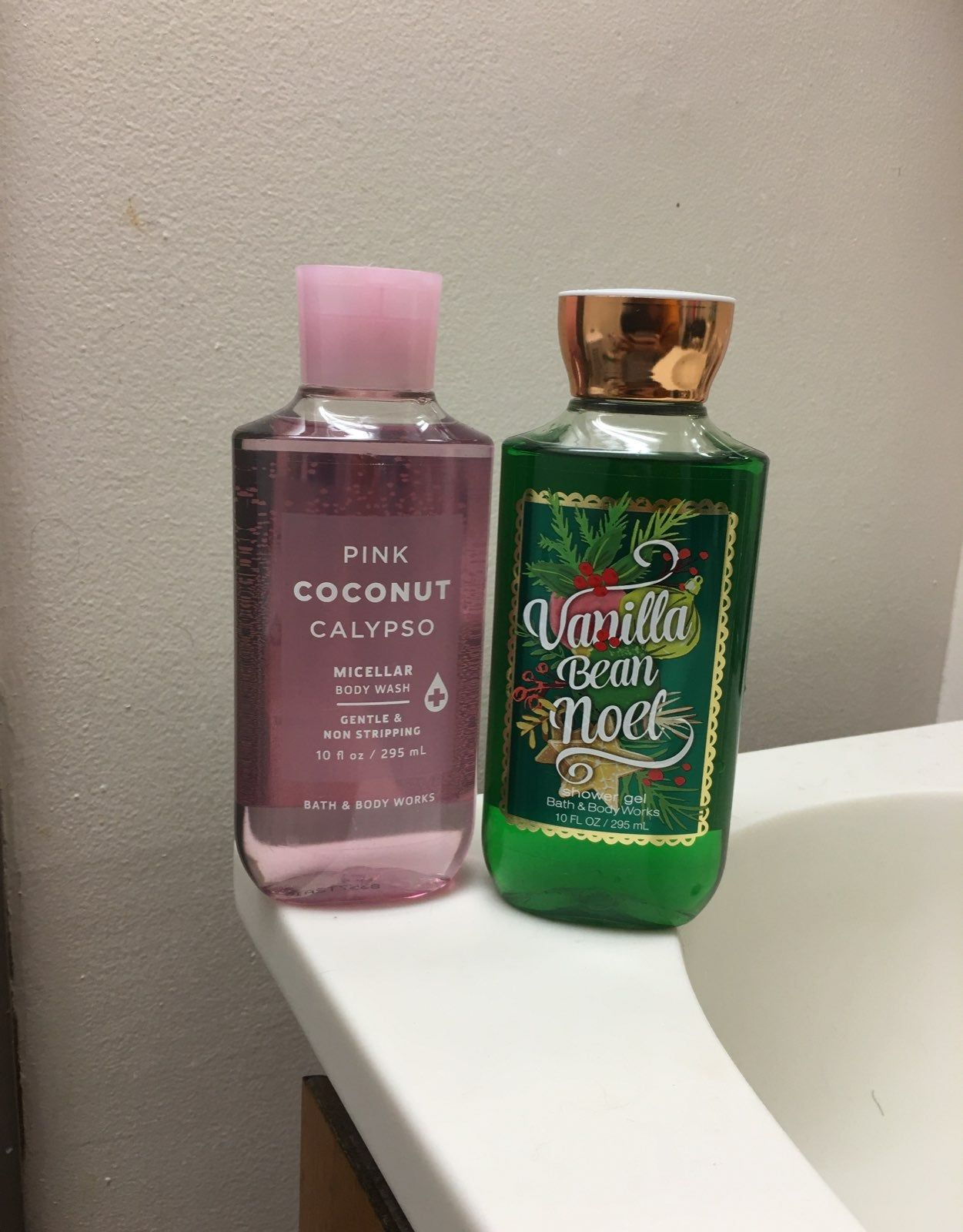 Never Used New Seasonal Body Wash Micellar Body Wash Each Cost 12 50 Selling It Together For 20 Bath And Body Works Bath And Body Bath Gel