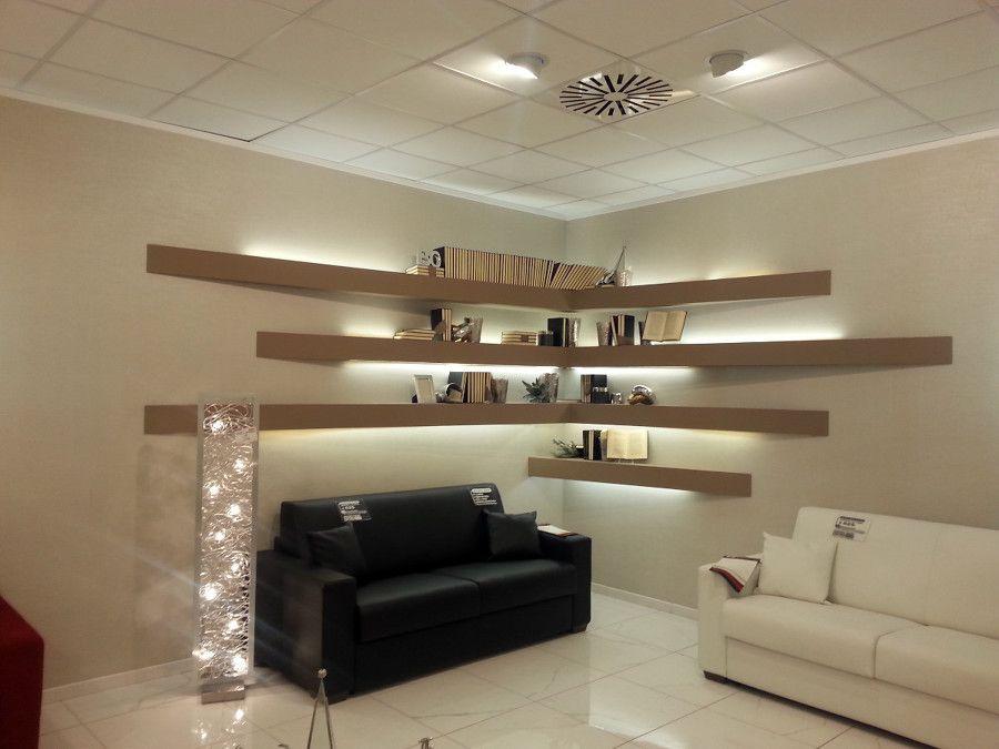 Strip led cartongesso led led prezzi soffitto in for Arredamento mensole a parete