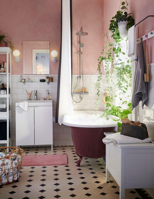 Ikea Voici Le Nouveau Catalogue Que Vous Allez Recevoir Pour Le Printemps 2019 Elle Decoration Relooking Salle De Bain Salle De Bain Feminine Ikea