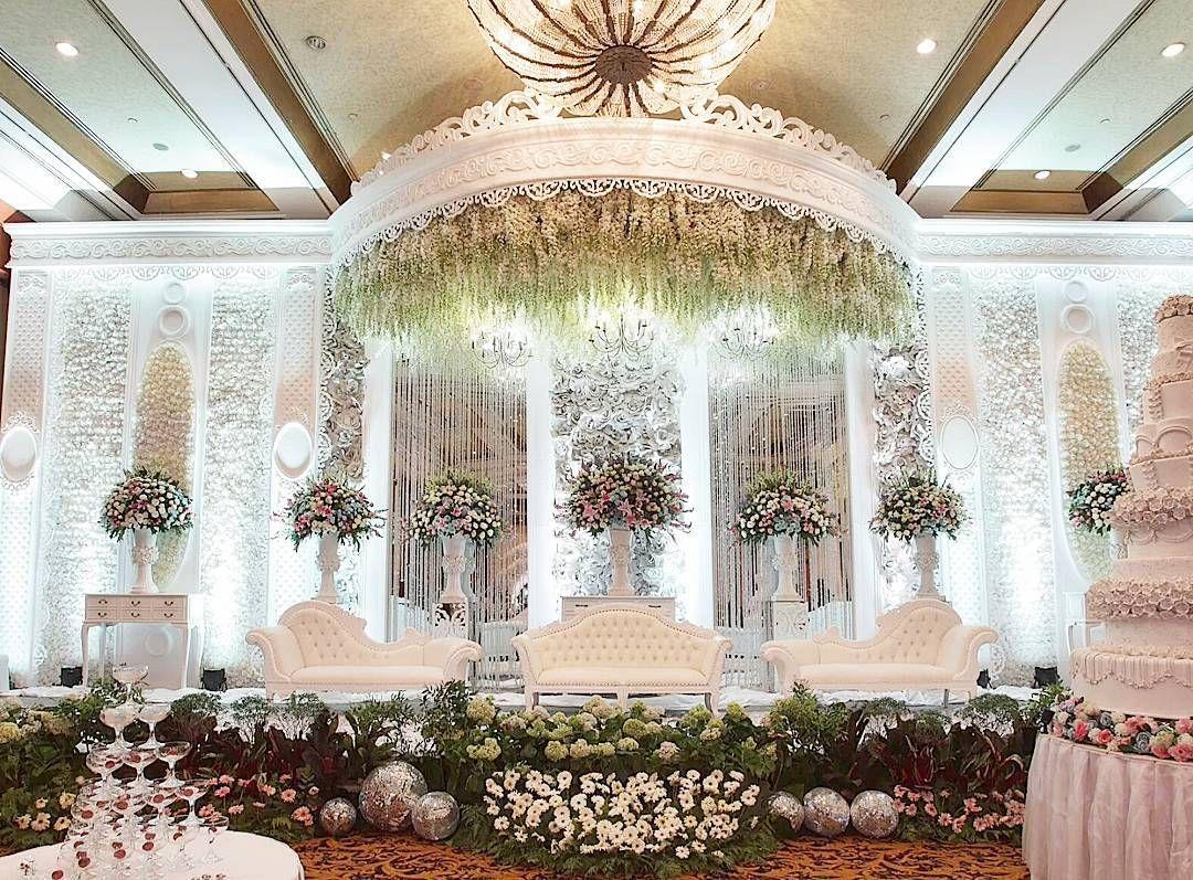 "Evlin Decoration on Instagram: ""Decor by @evlindecoration #evlindecoration #evlindecor #dekorasitangerang #dekorasipernikahan #dekorasiwedding #weddingdecoration…"""