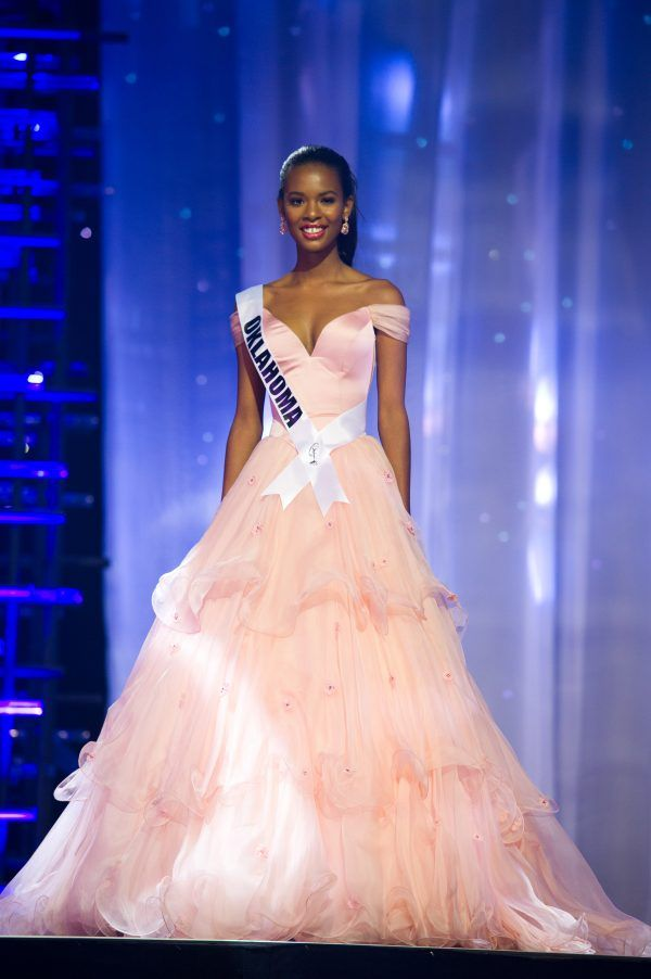 04a5c8feaa93 Hellen Smith, Miss Oklahoma Teen USA 2016, wore this elegant custom Sherri  Hill ball