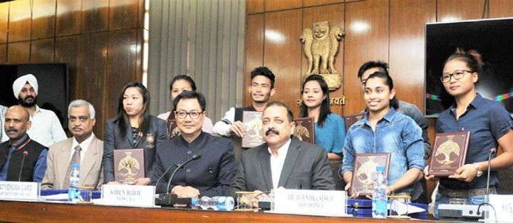 Union DoNER Minister Dr Jitendra Singh flanked by MoS Home Kiren Rijiju posing for photograph with the Rio Olympics youth participants from Northeast at New Delhi.