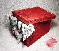 Коробка для рукодельных мелочей. Выполнена в технике вязание на пластиковой канве. ЮлияF