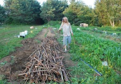 Hugel säng i Ontario, Kanada (av Travis Philip) Själv kallar jag det kompostlimpa eller lasagnebädd (lager på lager)