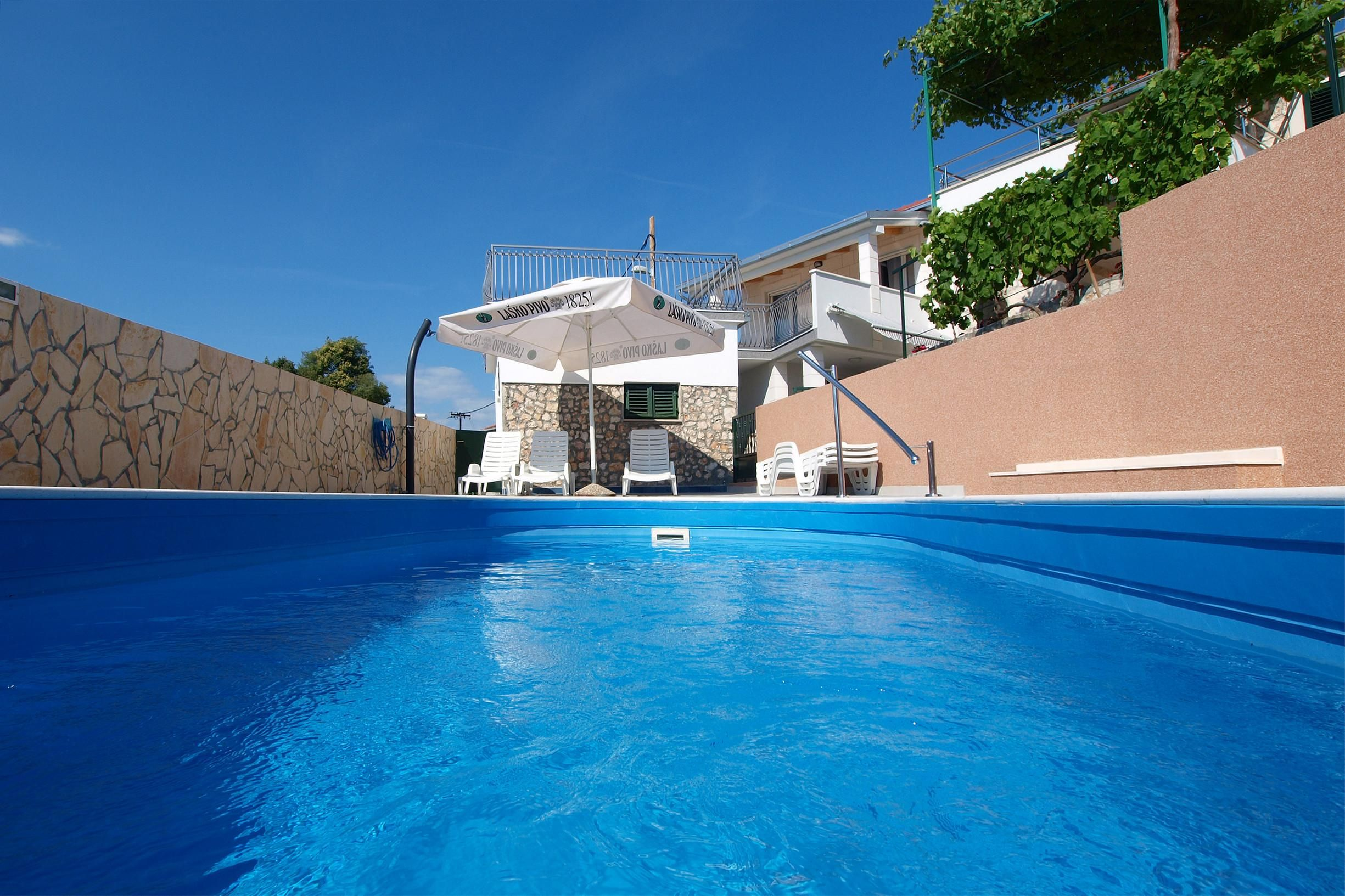 Charming 5 Bedroom Holiday House With Private Pool In Razanj