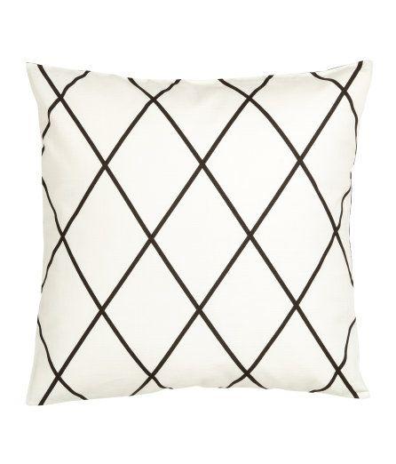 Sjekk ut dette! Et putetrekk i vevd bomullskvalitet med trykt mønster. Mønsteret er motsatt på baksiden. Skjult glidelås. - Besøk hm.com for å se mer.