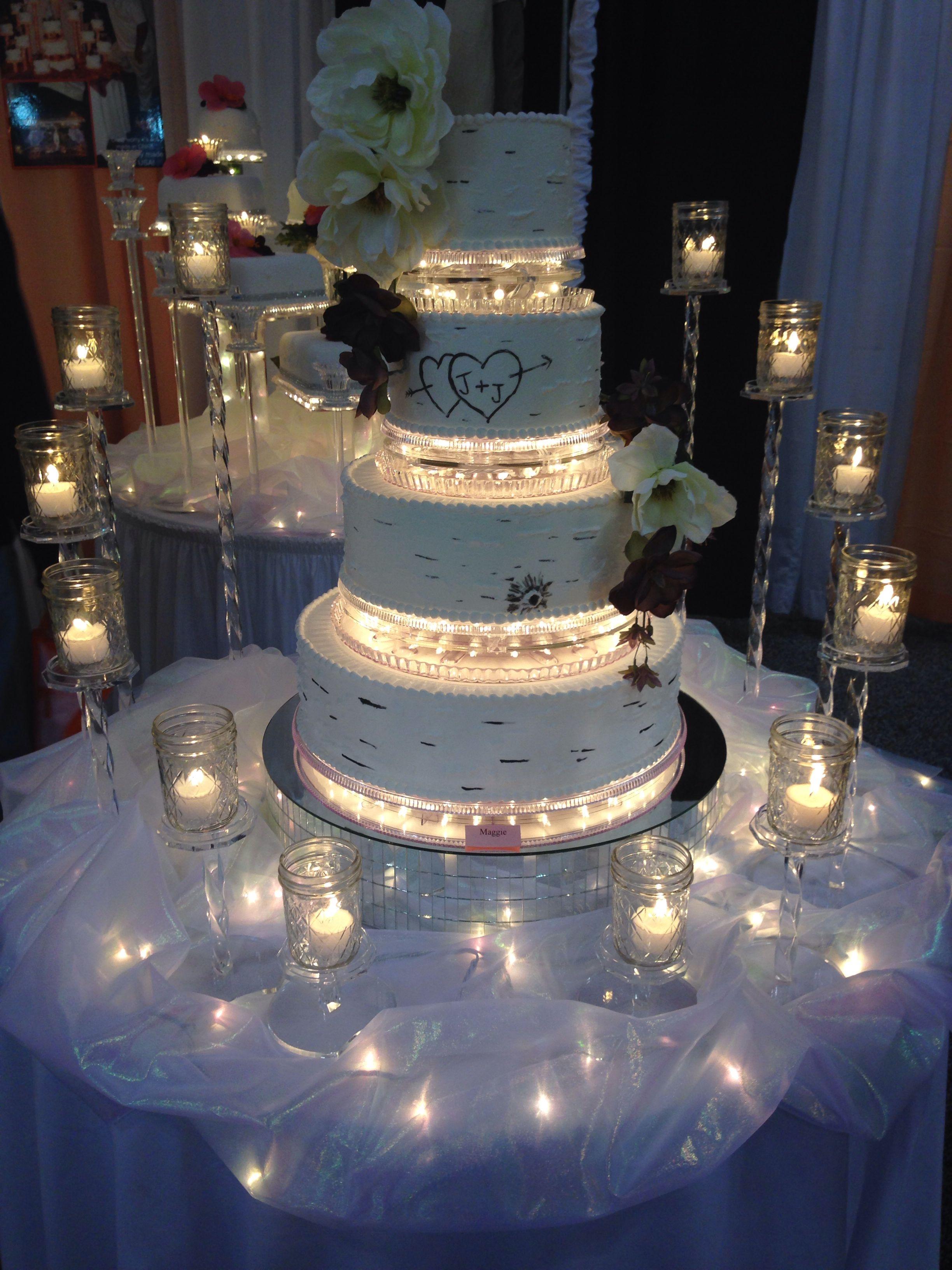 This Is Soo Cool Weddingcake Lights Baking Wedding Cake Table Wedding Cake Stands Wedding Desserts