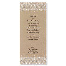 """Hochzeitseinladung """"Fantasievoll"""" - Vintage-Stil. Das aufgedruckte weiße Spitzenmuster am oberen und unteren Rand machen diese flache Einzelkarte aus schimmerndem Goldpapier zu einer bezaubernden Hochzeitseinladung."""