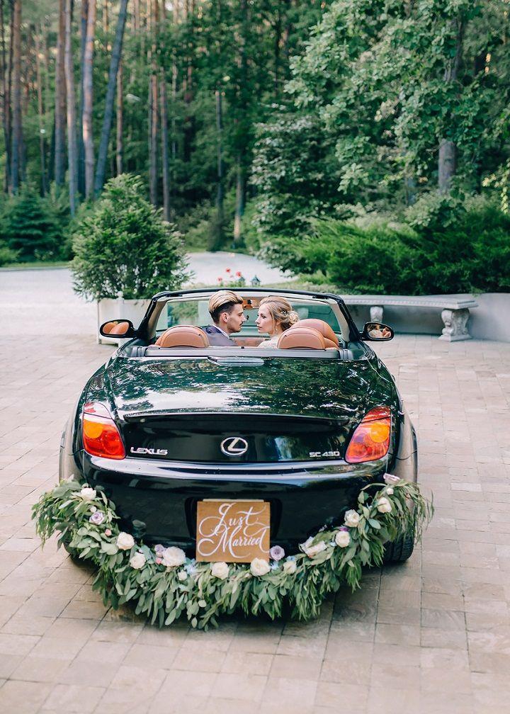 Greenery garland wedding car decoration | fabmood.com #greenery #garland #wedding #weddingcar