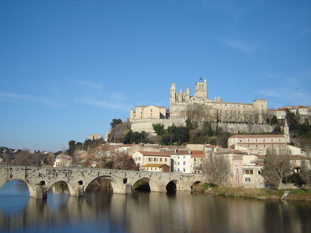 Beziers, France  Una pequeña ciudad al sur de Francia, se puede observar su catedral