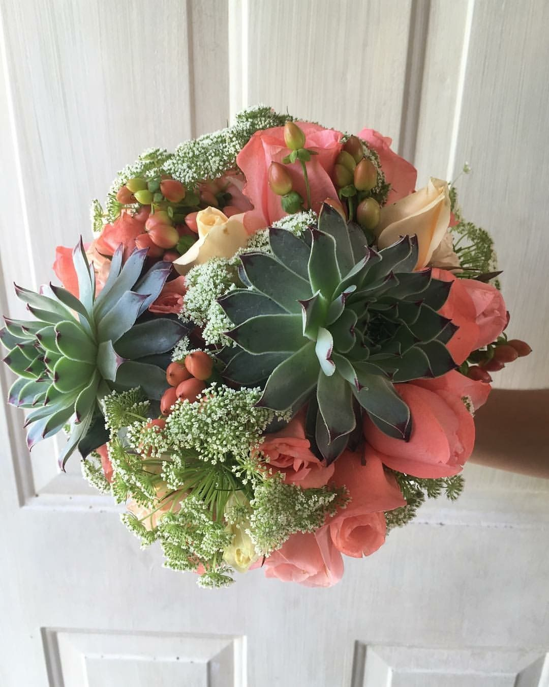 Cbr386 Weddings Riviera Maya Coral And White Flowers With Succulents