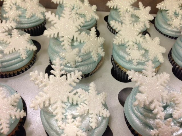 """cupcakes for a """"Frozen"""" theme party"""