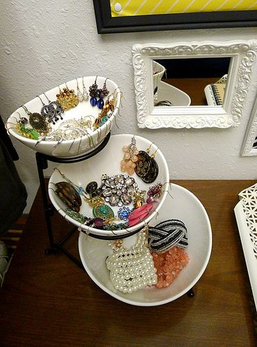 Great jewelry organization idea - its a snack/dip set fro Bed Bath and Beyond.  Cute!!!