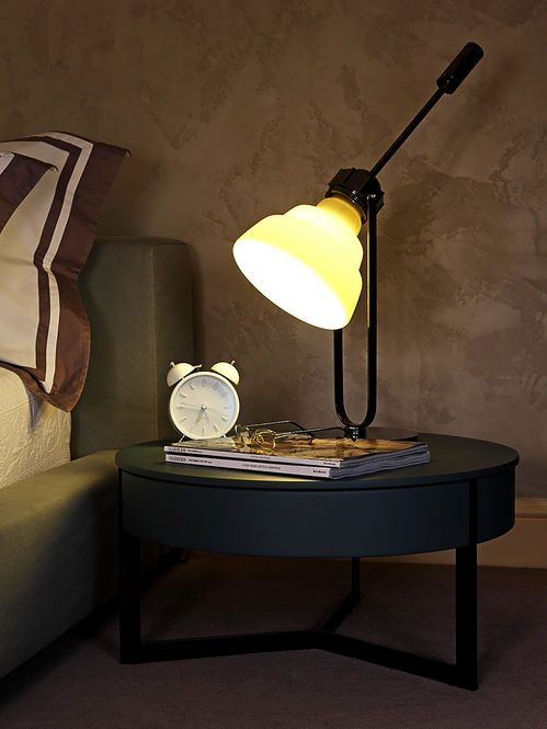Luminária de Mesa. Designer: Staffan Tollgard.