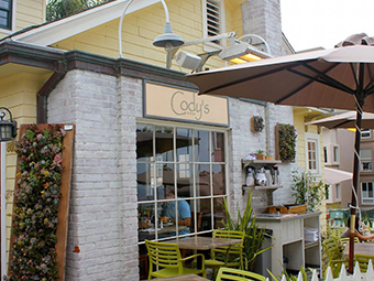 La Jolla Cove Guide | La Jolla - best places to eat at La Jolla Cove - Cody's