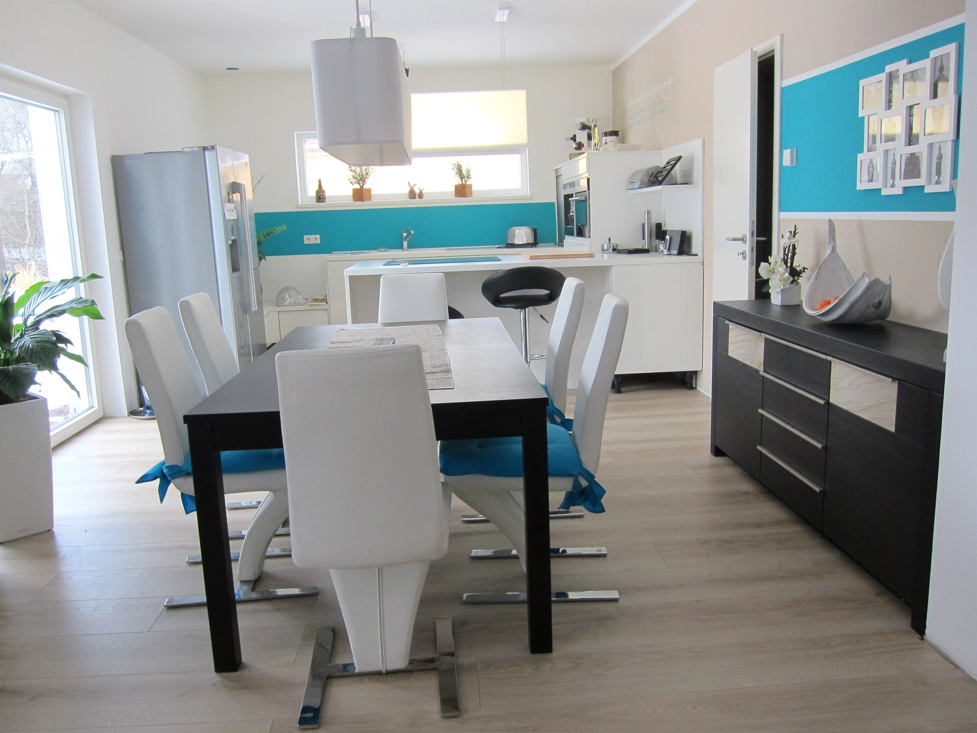 Kuche Esszimmer Und Wohnzimmer In Einem Kleinen Raum Room Living Room Decor Living Room