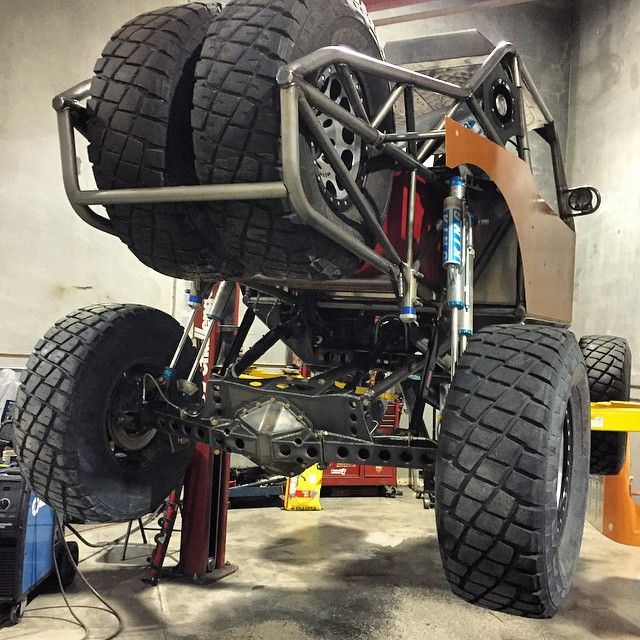 """Strapped up an inch for stretch at full droop in the rear... 4500 #dirtriot #ultra4 #jeep #yj #wrangler #offroad #longtravel #desertracing #rockcrawler…"""