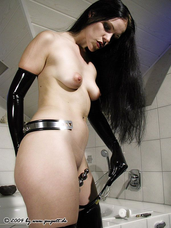 Free lesbian fisting video clips