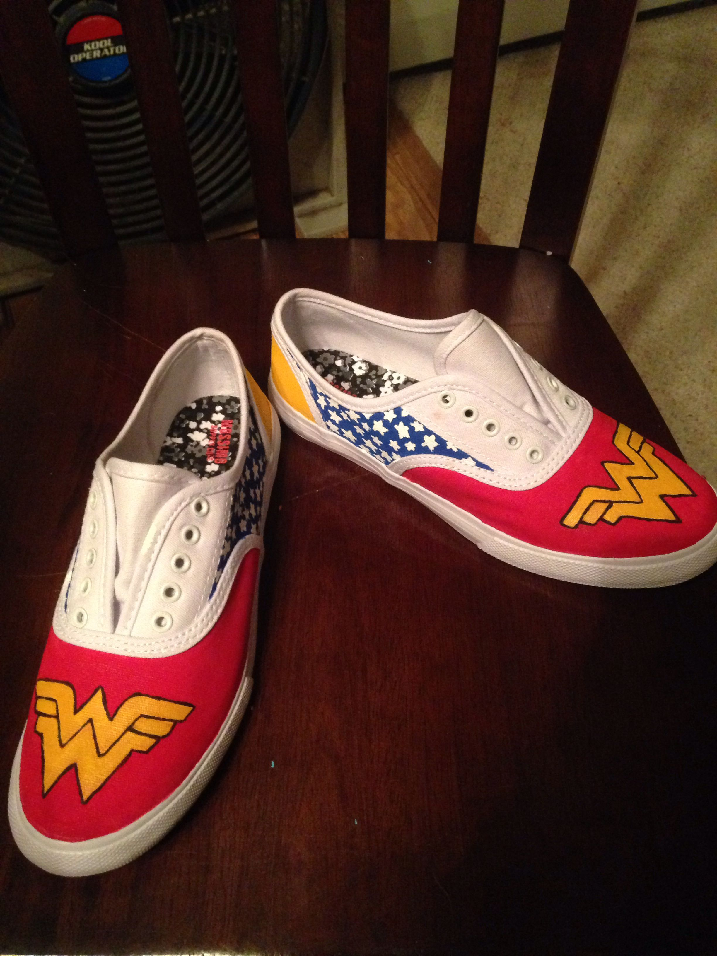 ba46e801119d Wonder Woman canvas shoes DIY