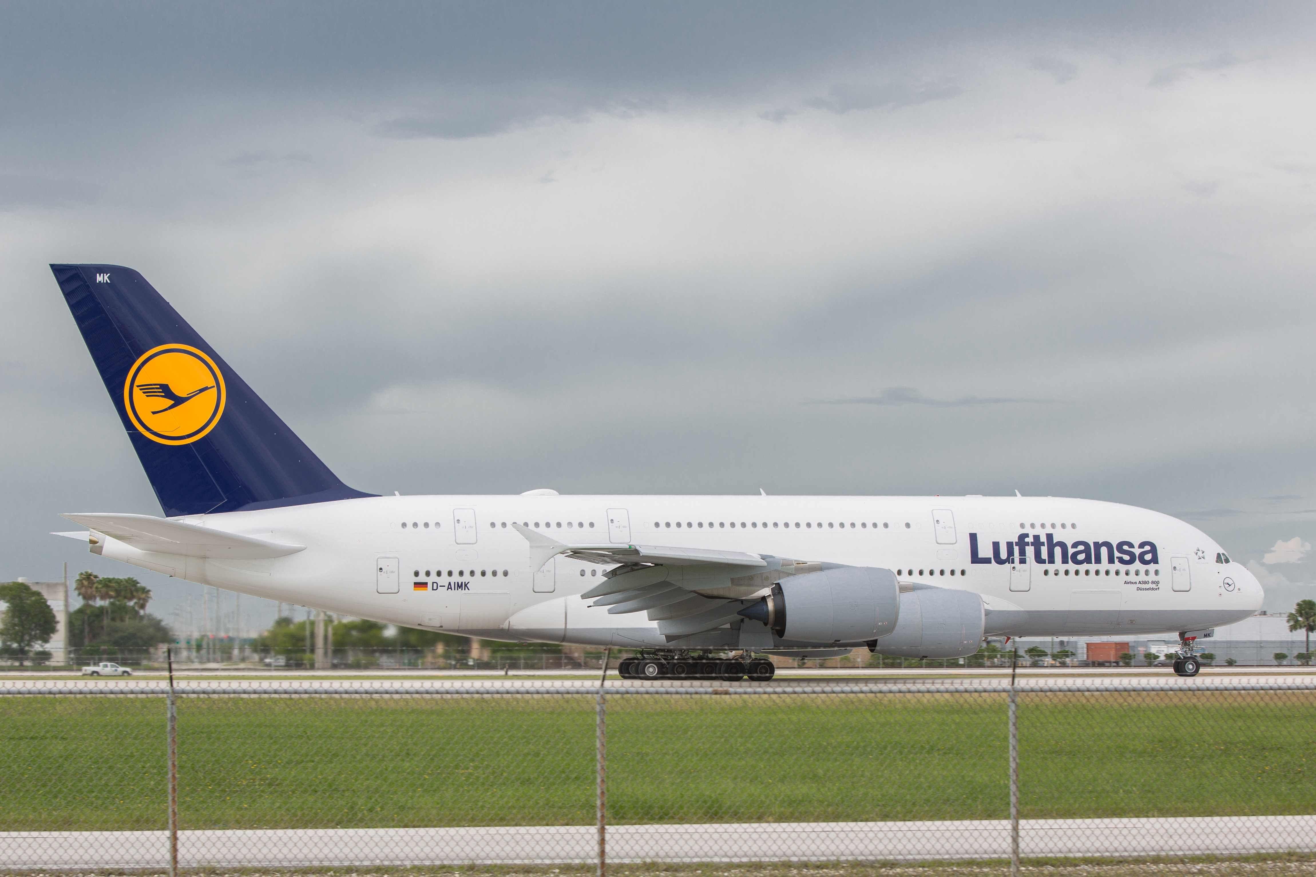 Boeing 747 versus Airbus A380 Airbus A380 vs Boeing 747 LH Flieger
