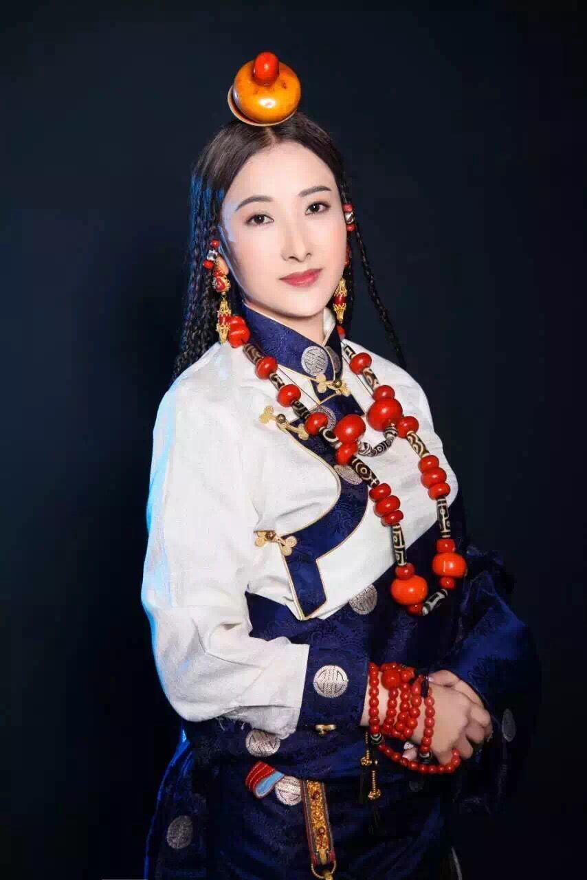 Tibetan model (With images) | Traditional dresses, Tibetan ...