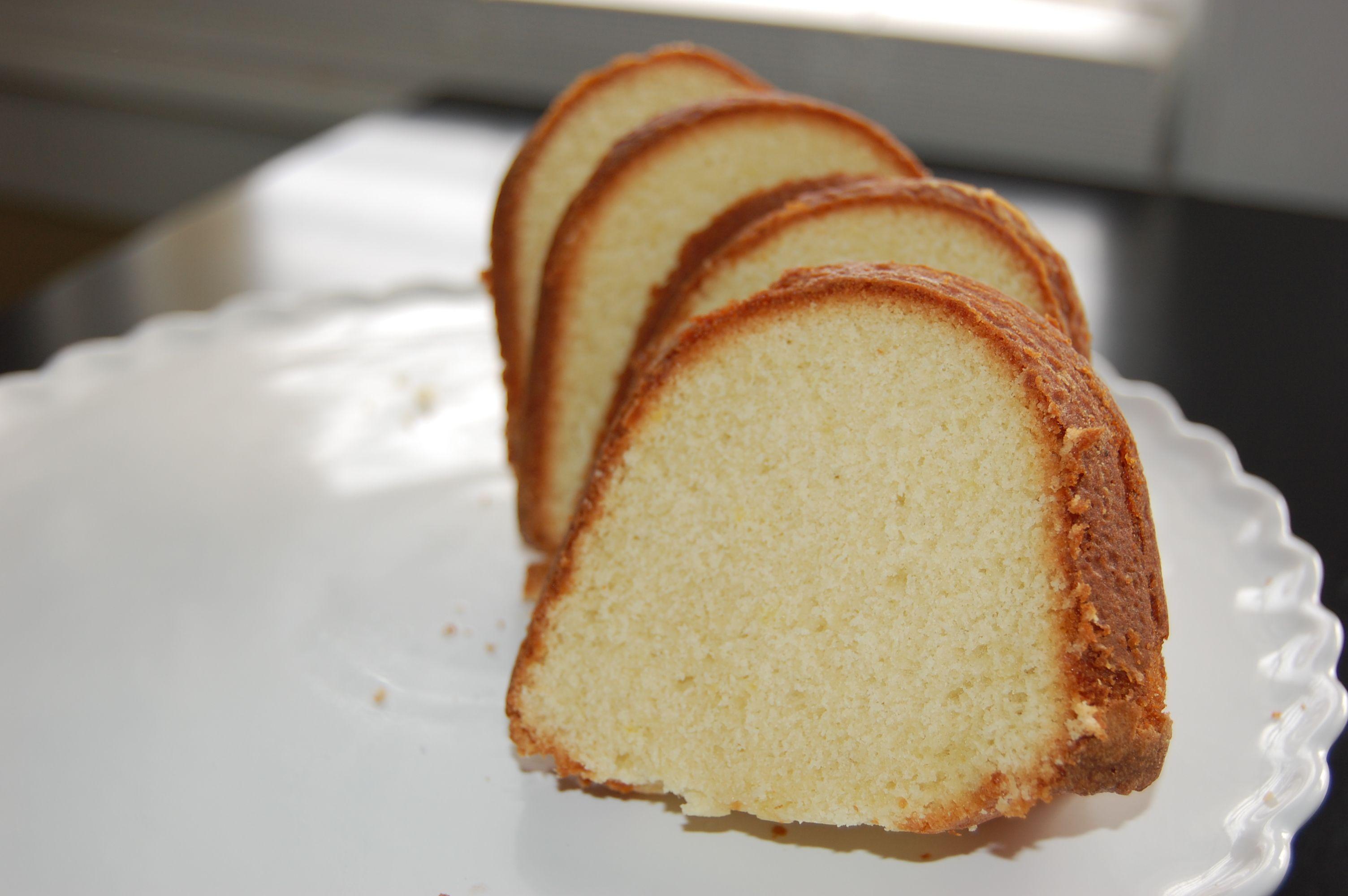 Lemon and vanilla bundt cake made with club soda for my stomach lemon and vanilla bundt cake made with club soda forumfinder Image collections