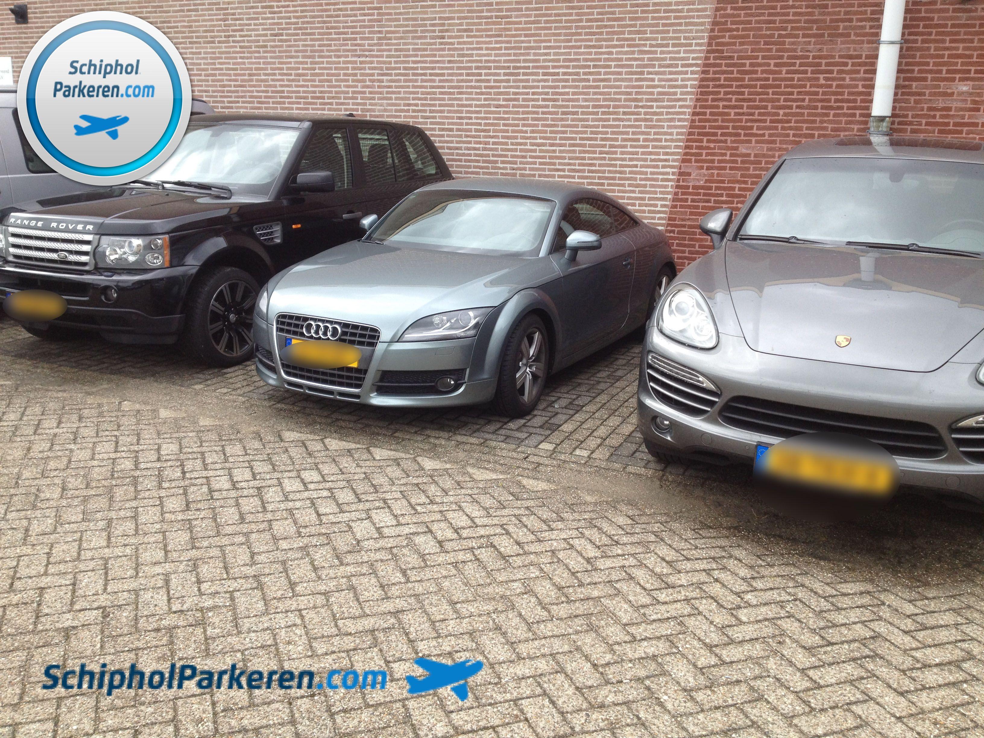 Schiphol Parkeren. Veilig Parkeren - Snel, vertrouwd en goedkoop parkeren bij Schiphol. Check: http://www.schipholparkeren.com