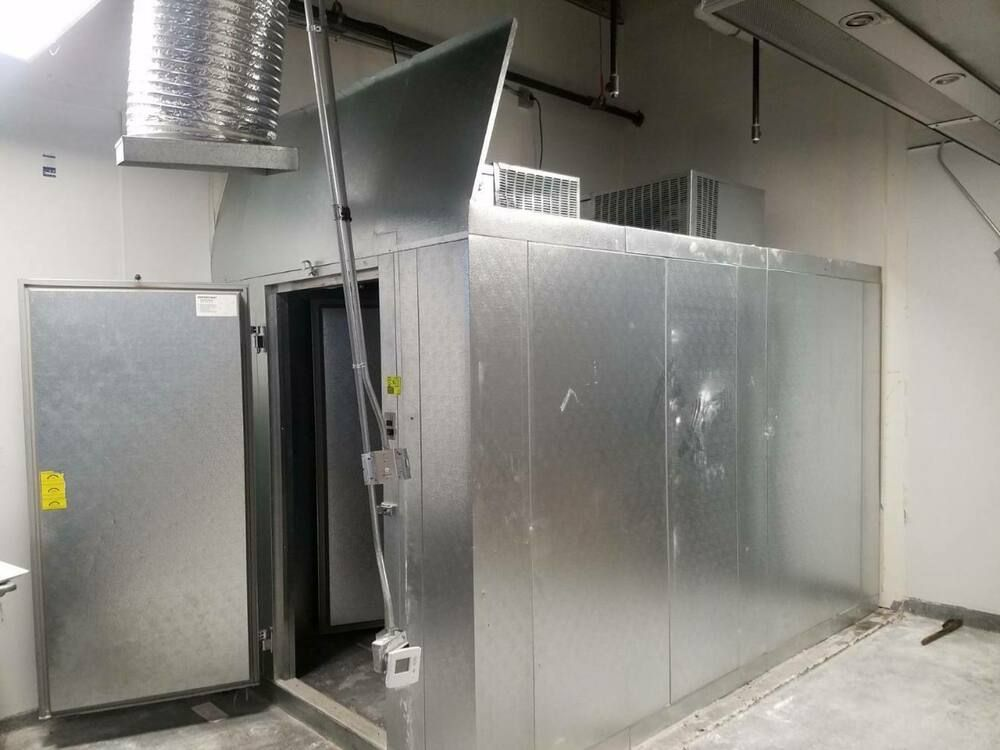1 Year Old Self Contained Walk In Refrigerator Freezer Combo 12 X 7 X 7 7 Norlake Used Restaurant Equipment Refrigerator Freezer Walk In Freezer