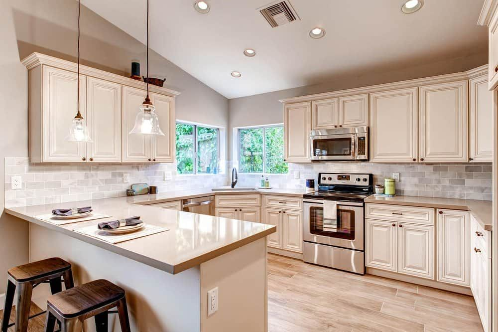 European style kitchen and bathroom cabinet store in ...