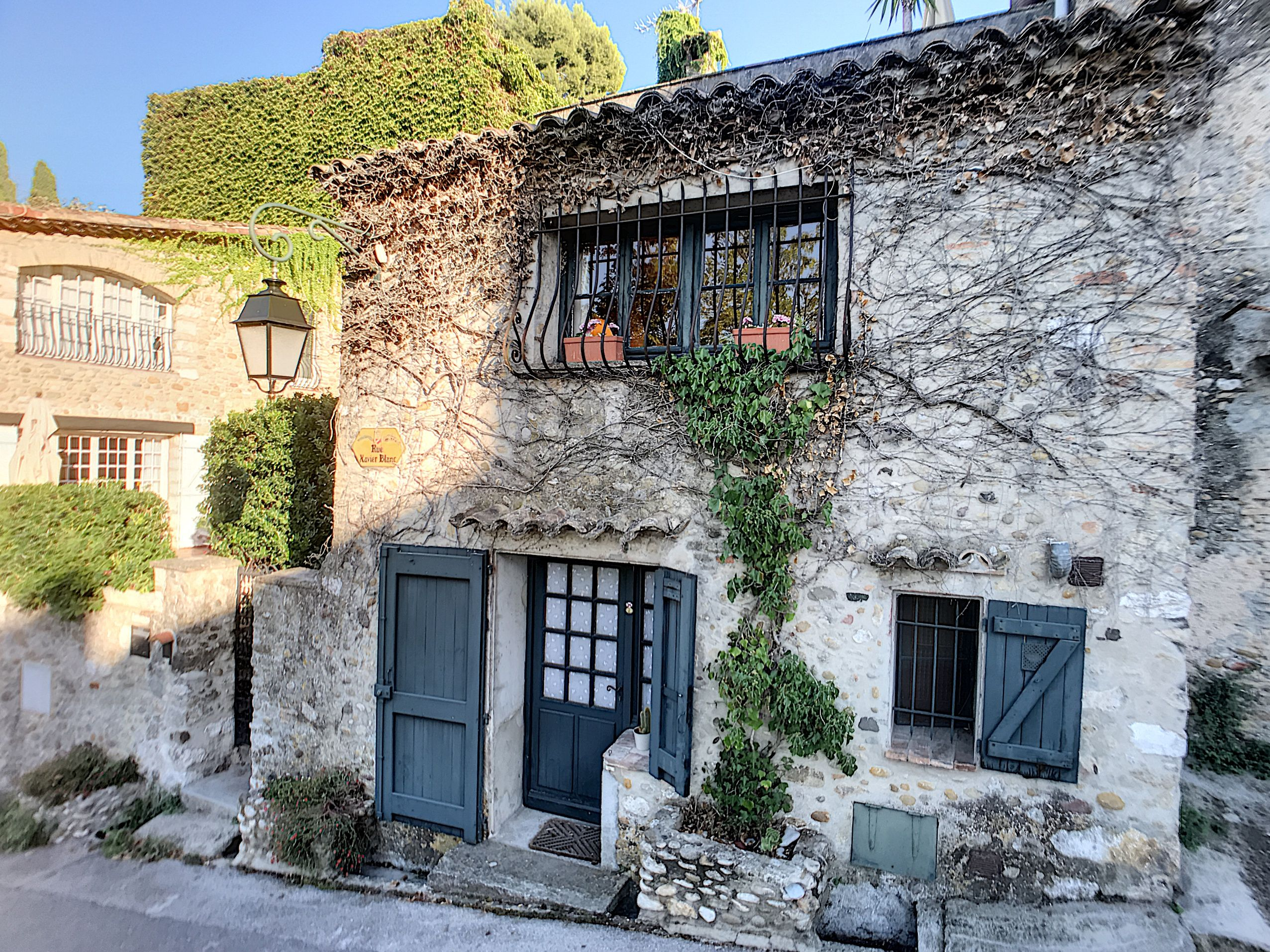 Cagnes Sur Mer Maison De Village A Vendre Dans Village